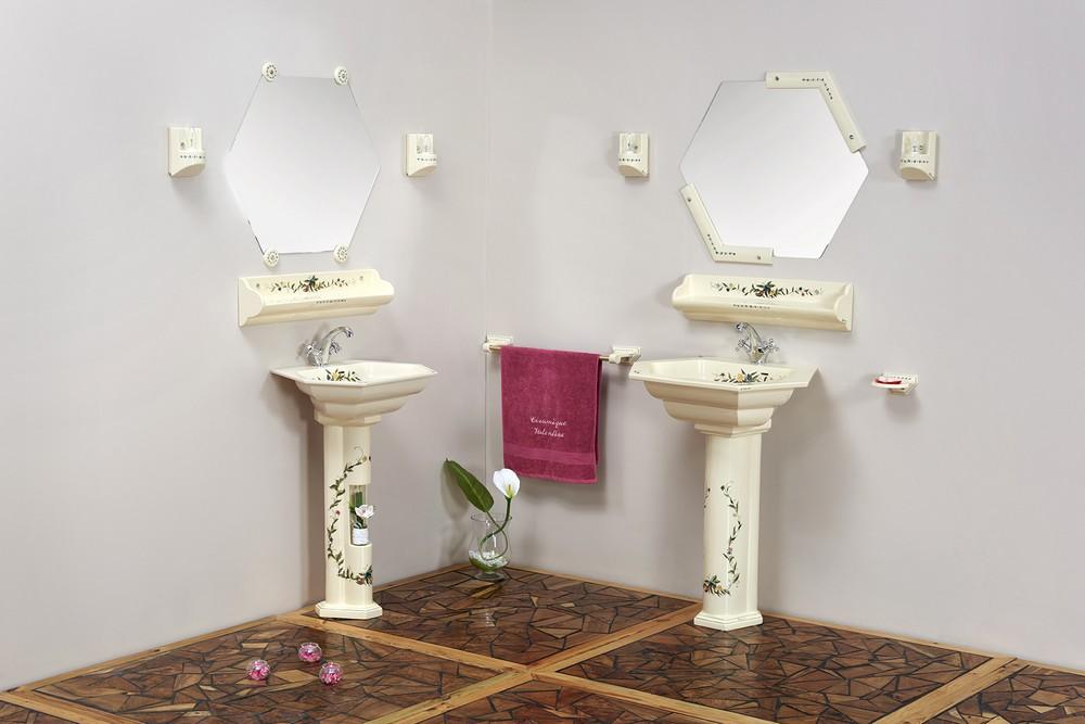 Collection Riviera : lavabo, porte-serviette, miroir, luminaire, porte-savon