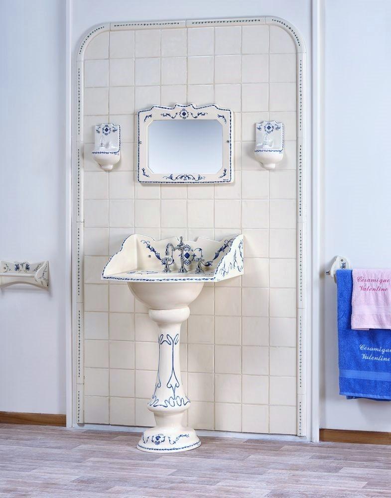 Collection 1900 : lavabo, miroir, luminaire, porte-serviette, carrelage