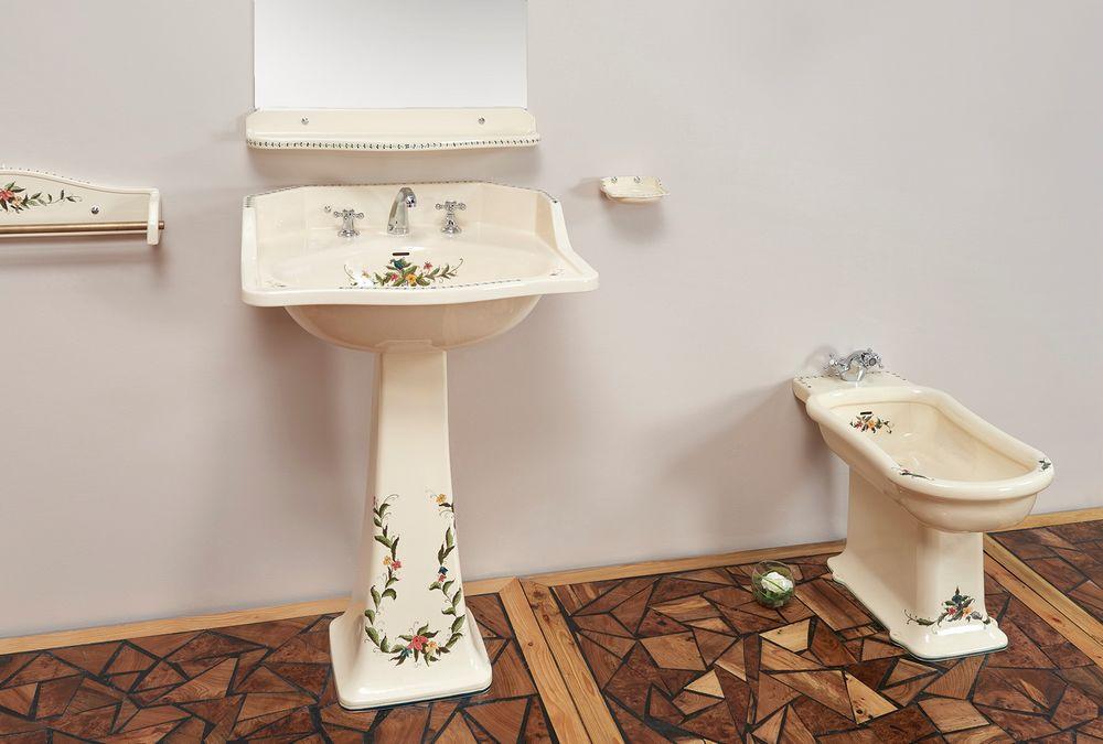 Collection Camargue : lavabo, miroir, étagère, porte-serviette, bidet, porte-savon
