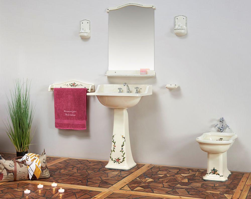 Collection Camargue : porte-serviette, lavabo, bidet, porte-savon, miroir, luminaire