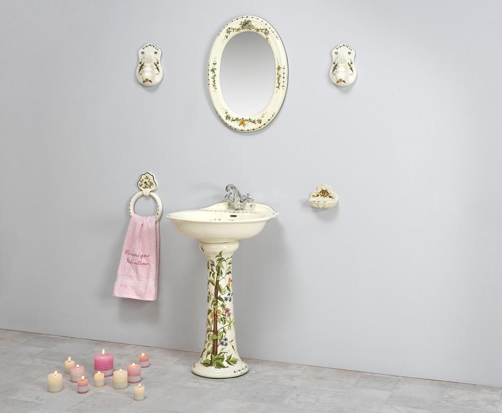 Collection Cheverny : lavabo, étagère, porte-serviette, porte-savon, miroir, luminaire