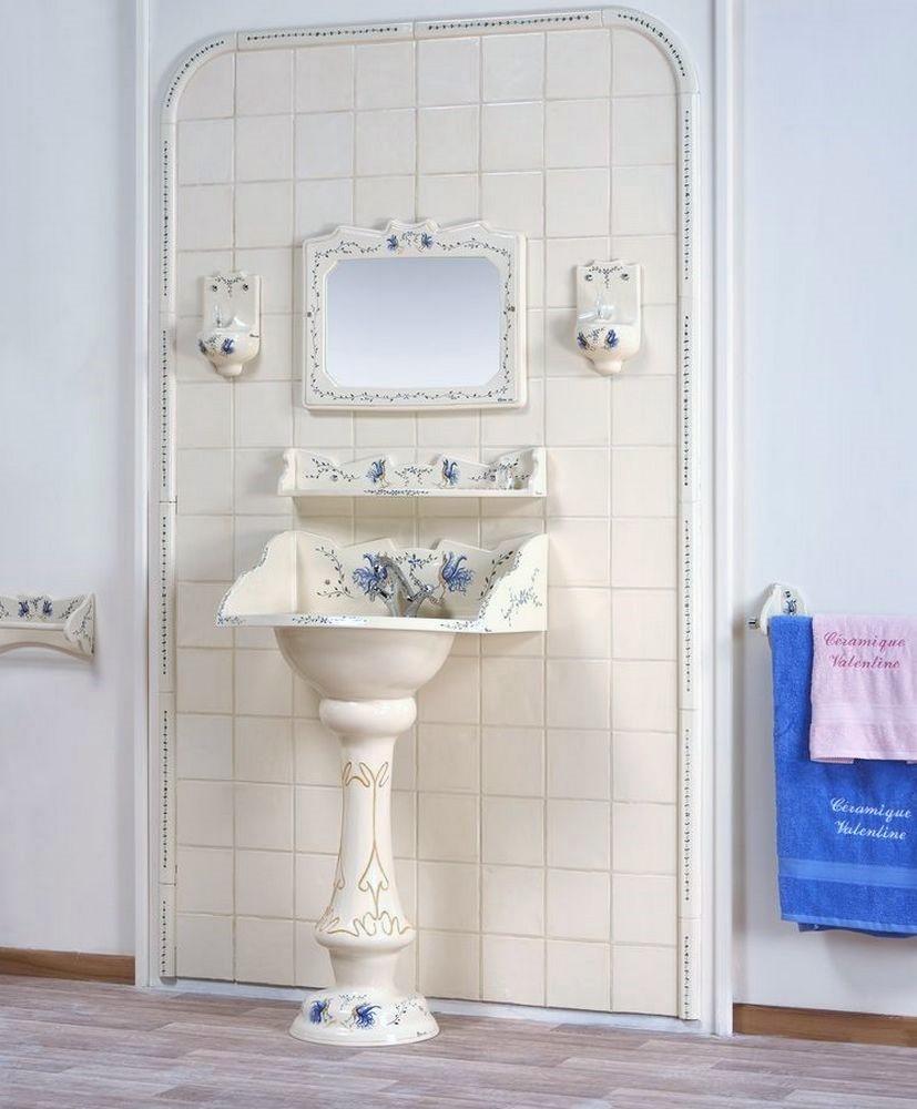 Collection Moustiers : lavabo, étagère, miroir, luminaire, carrelage