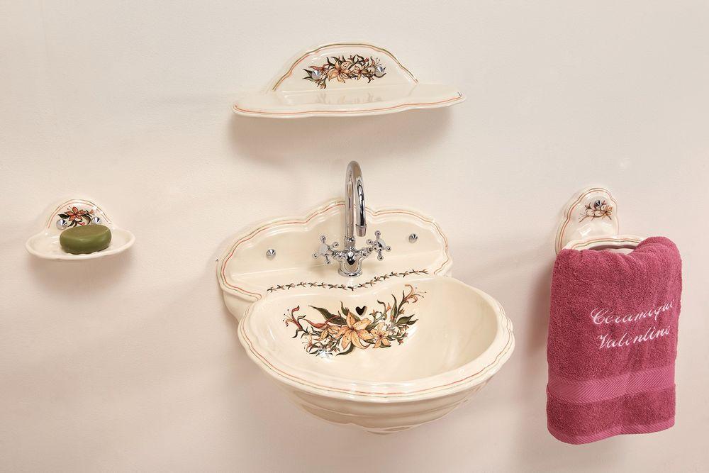Lave mains fleurs de lys : étagère, porte-serviette, porte-savon