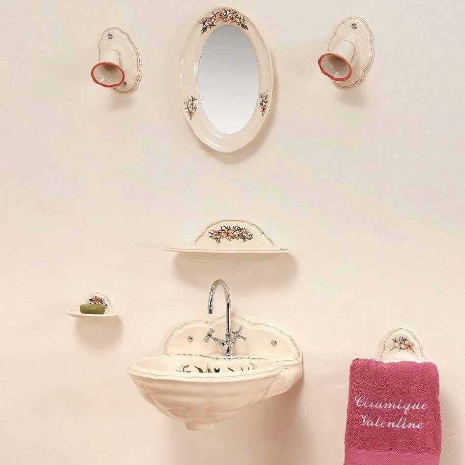 Lave mains fleurs de lys : luminaire, miroir, porte-savon, porte-serviette