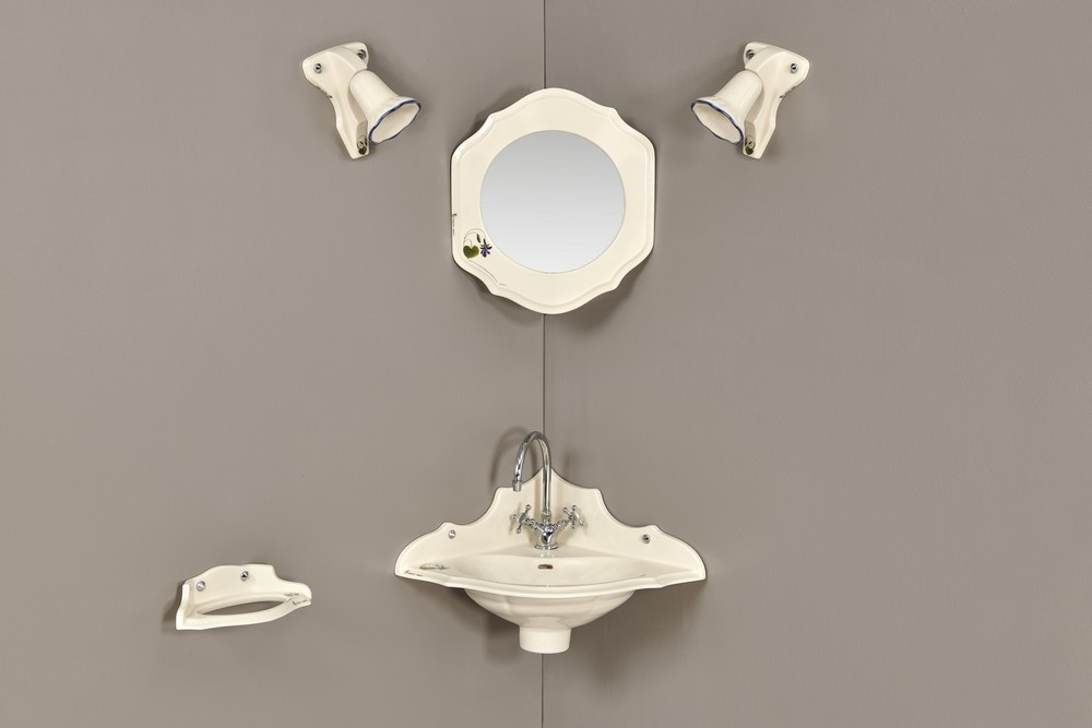 Lave mains Orage fleurs : vasque, porte-serviette, miroir, luminaire