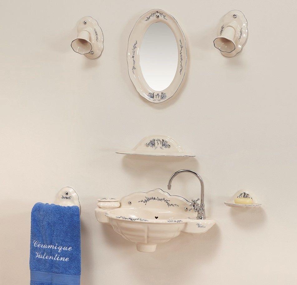 Lave mains Romance : vasque, porte-serviette, étagère, porte-savon, miroir, luminaire